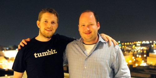 Wordpress-Gründer Matt Mullenweg mit tumblr T-Shirt