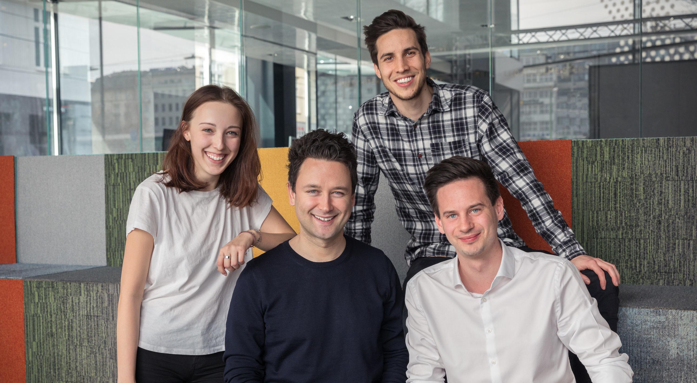 Die startablish-Co-Founder Anna Ge, Paul Zogmann (o.) und Sebastian Taucher (r.u.) mit brutkasten Founder und CEO Dejan Jovicevic