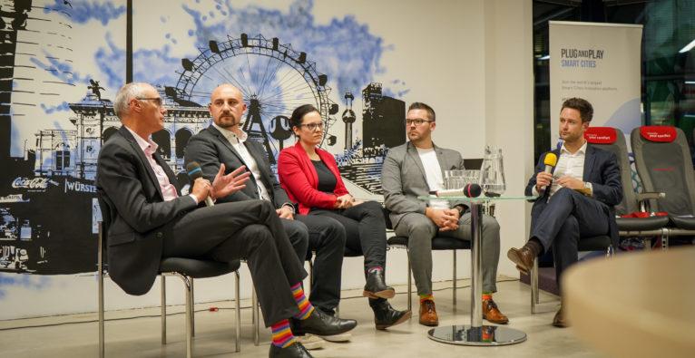 """der brutkasten: Am Podium beim brutkasten Meetup """"Future of Logistics"""" ging es um den Stand der Digitalisierung in der Logistik-Branche, Startups und Nachhaltigkeit."""