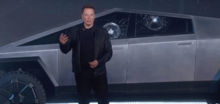 Tesla Cybertruck: Panne bei Präsentation des Science Fiction-Pickups
