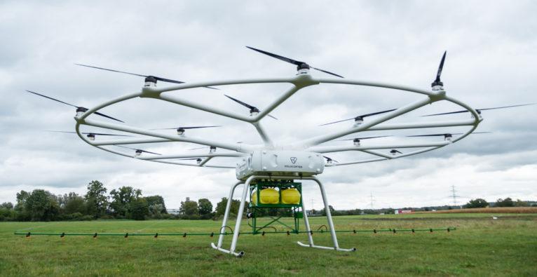 Volocopter: Die VoloDrone mit Pflanzenschutzspritze von John Deere