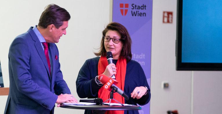 Veronica Kaup-Hasler und Peter Hanke bei der Präsentation des Kultur-Token.