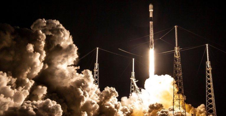 SpaceX schießt Starlink-Satelliten ins All