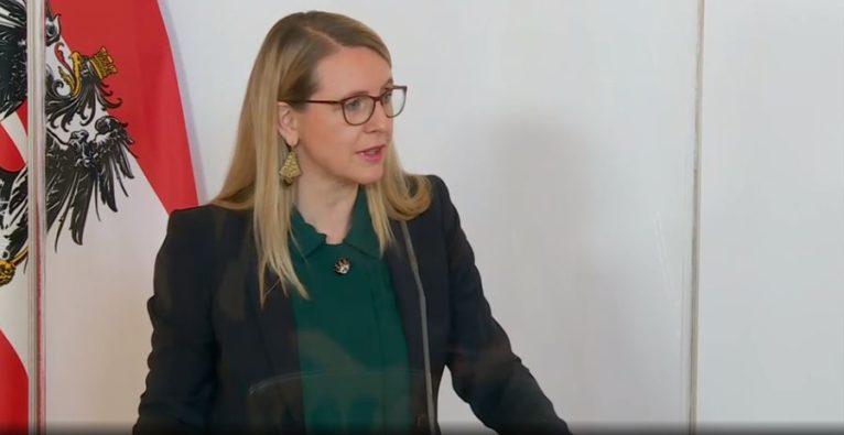Schramböck, Investitionskontrolle, Beteiligung,