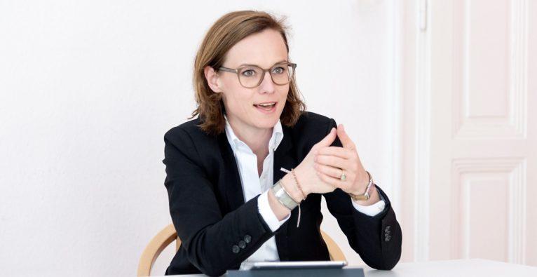 WKÖ-Generalsekretär-Stv. Mariana Kühnel über die Beschaffung von 1,5 Mio. MNS-Masken in Asien