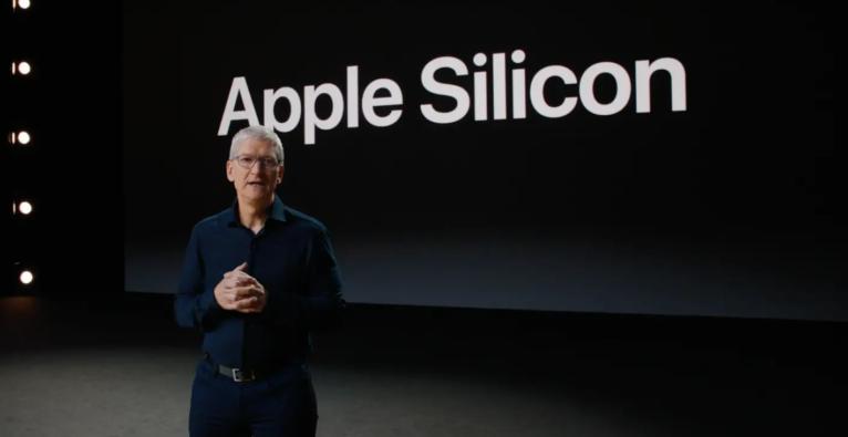 Apple-Chef Tim Cook präsentiert den Umstieg auf ARM.