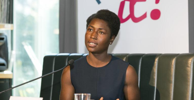 Norganoid-Gründerin Charlotte Ohonin bei der Präsentation des Patentamt-Jahresberichts
