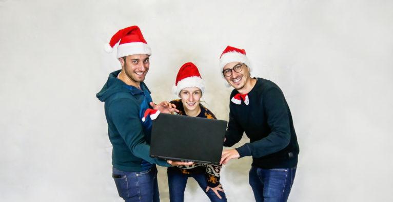 Teamazing (vlnr.) Paul Salzmann, Marlene Vukmanic und Paul Stanzenberger sorgen für die virtuelle Weihnachtsfeier im Unternehmen