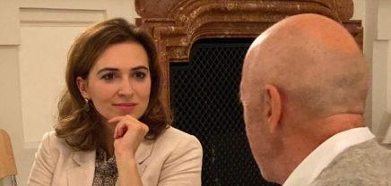 Austria Limited: Menteri Kehakiman Alma Zadić sedang berbicara dengan Hansi Hansmann
