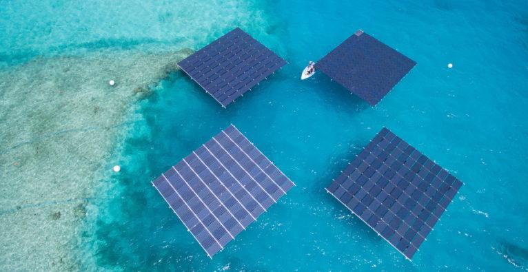 Swimsol: Bislang sind die schwimmenden Solar-Anlagen in den Tropen im Einsatz (hier auf den Malediven). Im Verbund X Accelerator wird nun auch ein Einsatz in Österreich ausgelotet.