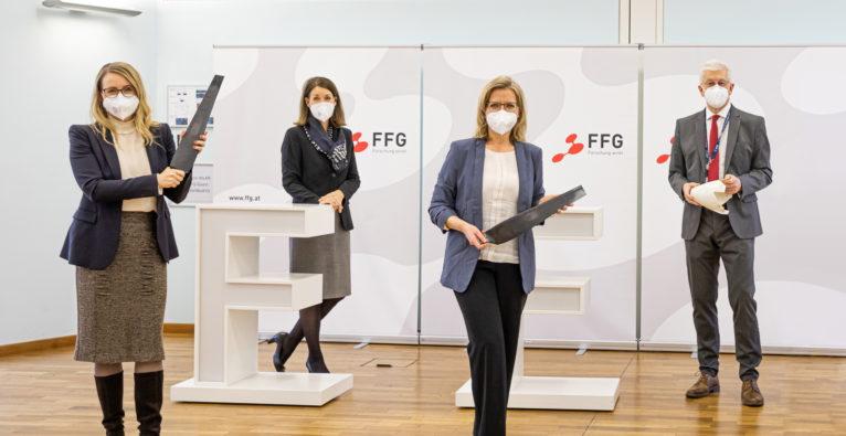 FFG / Astrid Knie: Wirtschaftsministerin Margarete Schramböck, FFG-Geschäftsführerin Henrietta Egerth, Klimaschutzministerin Leonore Gewessler und FFG-Geschäftsführer Klaus Pseiner