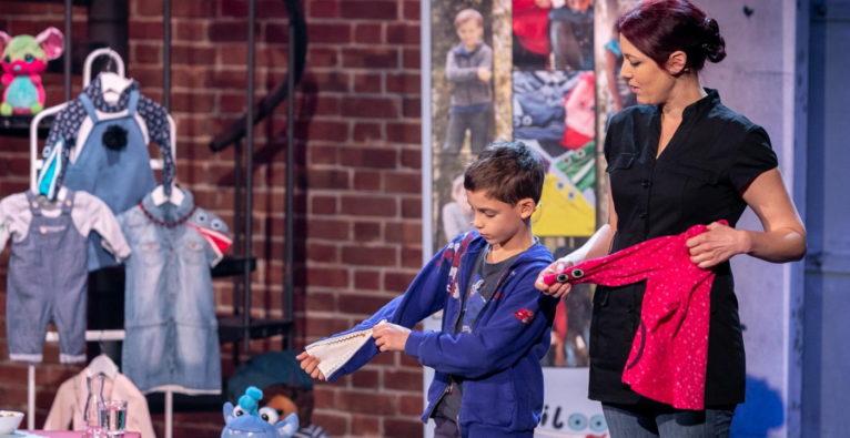 Der siebenjährige Niloo-Erfinder Lino Häuslmayer mit seiner Mutter Petra