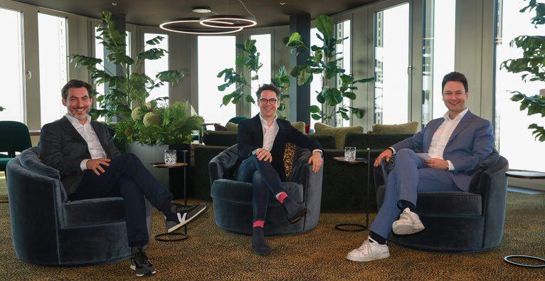 Alexander Zauner und Philipp Maderthaner von Business Gladiators mit Dejan Jovicevic © brutkasten Media