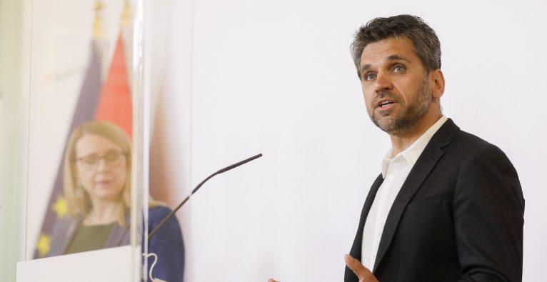 Michael Altrichter bei der ersten Pressekonferenz als Startup-Beauftragter im Frühjahr 2020