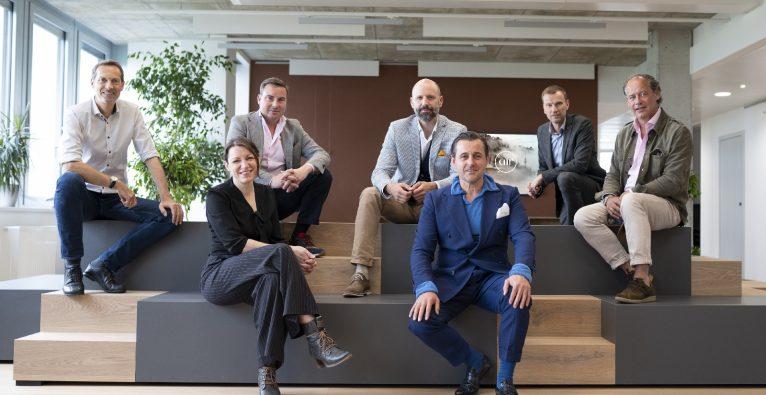 v.l.n.r.: Wolfgang Kradischnig (Delta), Maria Dietrich (CMb.industries), Peter Steurer (CFO Soravia), Wolfgang Gomernik (Delta), Chris Müller (CMb.industries), Ingo Huber (Delta) und Erwin Soravia (CEO Soravia)   Atmos