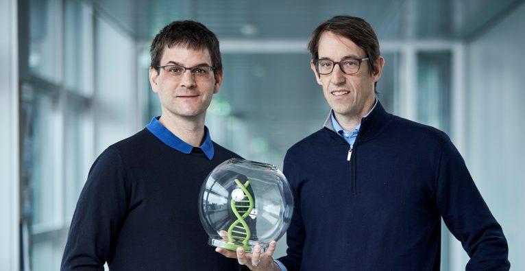 Wendelin Stark und Robert Grass sind für ein Speicherverfahren auf Basis von DNA für den Europäischen Erfinderpreis nominiert. © Europäisches Patentamt