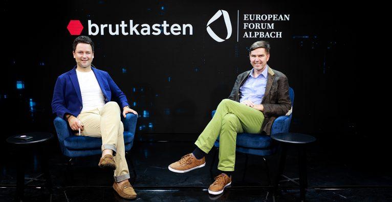 brutkasten-Herausgeber Dejan Jovicevic und EFA-Generalsekretär Werner Wutscher im Talk über das Europäische Forum Alpbach 2021 © brutkasten/schauer-burkart