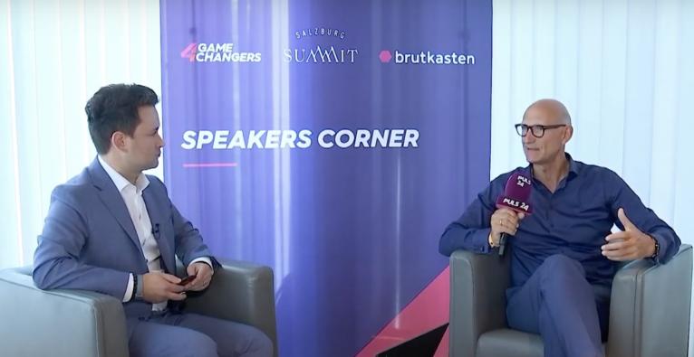 Timotheus Höttges, CEO der Deutschen Telekom, und Dejan Jovicevic im Talk beim Salzburg Summit © brutkasten