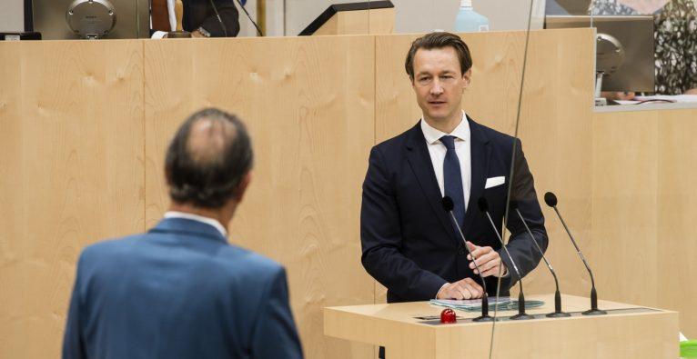 Finanzminister Gernot Blümel sprach bei einer Fragestunde im Nationalrat zur geplanten Ökosteuerreform