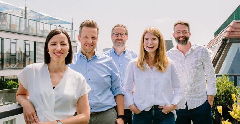 Das aktuelle Adverity-Management-Team (vlnr.): Christina Schlesinger (Chief Customer Officer), Andreas Glänzer (Chief Operating Officer), Alexander Igelsböck (Chief Executive Officer), Harriet Durnford-Smith (Chief Marketing Officer), Martin Brunthaler (Chief Technology Officer)