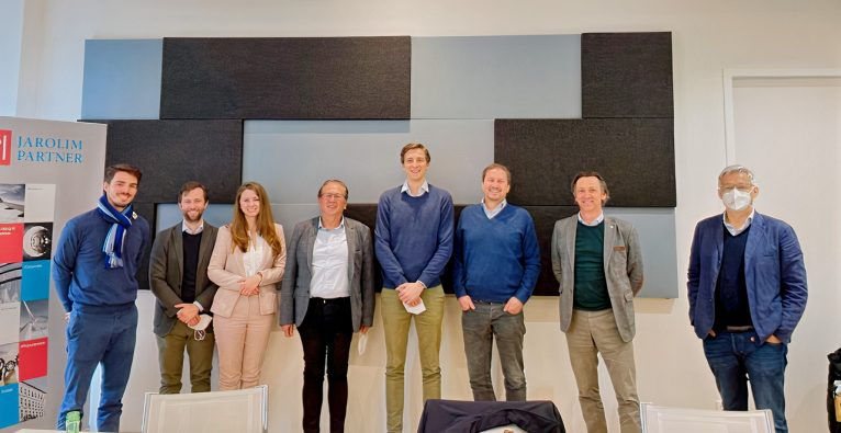 fairesLeben: Gruppenbild beim Signing des aktuellen Investments