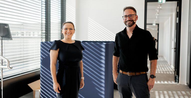 Carina Urban-Dasgupta (Head of Webshop Management bei Leder & Schuh AG HUMANIC) und Stephan Grad (Strategic Director DACH bei Overdose.) © Valerie Maltseva