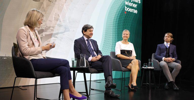 V.l.: Sara Grasel (brutkasten), Alfred Taudes (WU Wien), Angelika Sommer-Hemetsberger (OeKB) und Ökonom Stefan Schmitz © brutkasten/Dervisevic