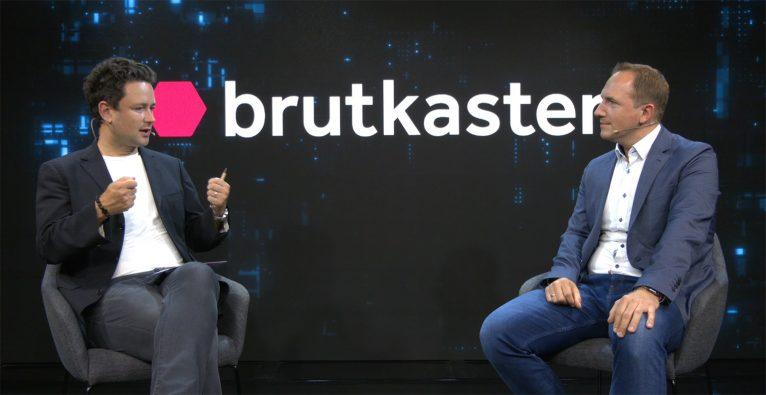 Dejan Jovicevic (brutkasten) im Gespräch mit Biogen Österreich-Geschäftsführer Michael Kreppel-Friedbichler © brutkasten Media