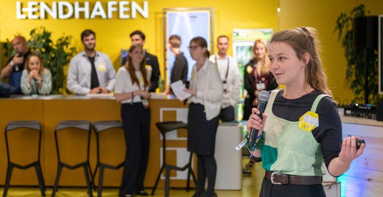 Tina Schradenecker stellt beim Green Tech Summer in Graz ihre Upcycling-Plattform-Idee vor © Niki Pommer